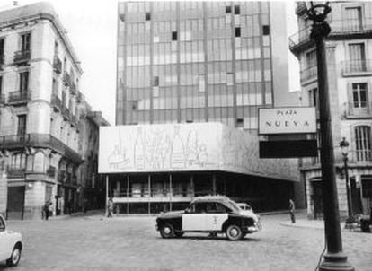 Aspecte de l'edifici del CoAC l'abril de 1962.