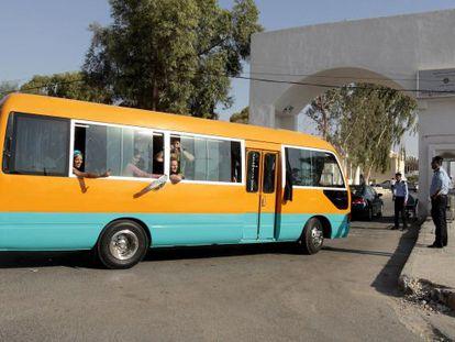Lleada del autobús de los activistas al puente de Allenby, en la frontera con Jordania.