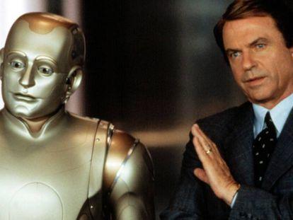¿Por qué un robot salva antes la vida de un hombre de 83 años que de un niño de tres? La ciencia lo responde. En la imagen, Robin Williams, a la izquierda caracterizado de robot, y Sam Neill en la película 'El hombre bicentenario' (2000).
