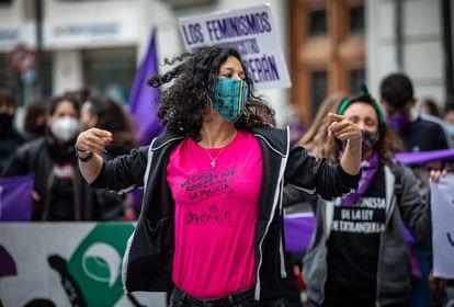 Concentración feminista frente a la delegación de Gobierno en Valencia.