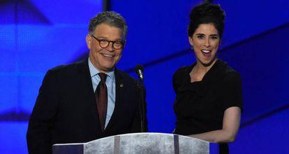 El senador Al Franken y la cómica Sarah Silverman, el pasado lunes en la convención demócrata.
