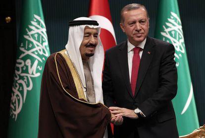 Erdogan recibe este miércoles al rey saudí Salman en Ankara.