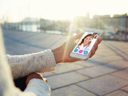 Con el seguro de salud Blua es posible hablar con tu especialista desde cualquier dispositivo móvil.