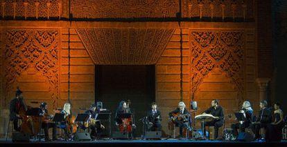 Fahmi Alqhai y la Accademia del Piacere con el cantaor Arcangel en el espectáculo 'Las Idas y Las Vueltas'.