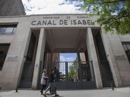 Entrada principal de Canal de Isabel II en Madrid.