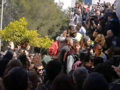 Foto: Incidentes durante una conferencia de la candidata Cayetana Álvarez de Toledo. Vídeo: Momento del boicot y declaraciones de la candidata del PP. ATLAS