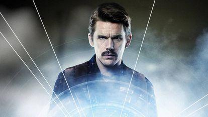 En 'Predestinación' a Ethan Hawke le toca la fatigosa misión de perseguir a un criminal través del tiempo.