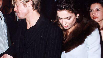 El actor Brad Pitt y Mar Saura salen de Fortuny en 1997.