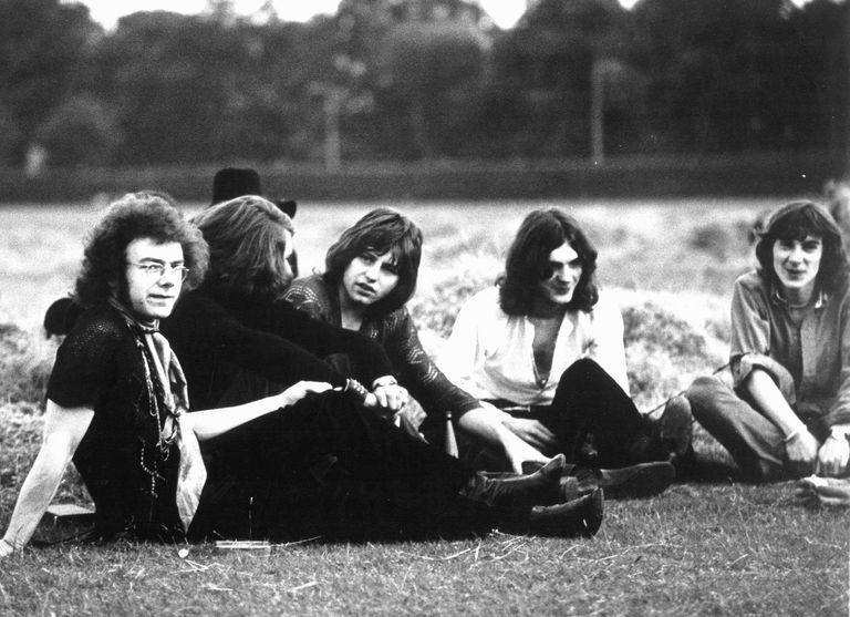 King Crimson en 1969: de izquierda a derecha, Robert Fripp, Michael Giles, Greg Lake, Ian McDonald y Peter Sinfield.