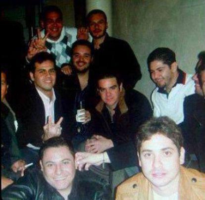 Hijos de El Mayo Zambada, en el centro, el segundo y el tercero por la izquierda, apodados Vicentillo y Mayito Gordo