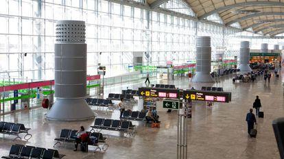 Áreas ha extendido sus servicios por aeropuertos. En la imagen, el de Alicante-Elche.