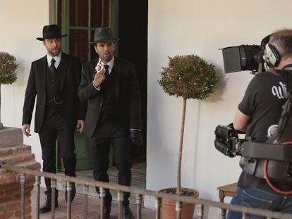 Carlos Serrano y Raúl Peña, en el plató de 'El secreto de Puente Viejo' el pasado septiembre.