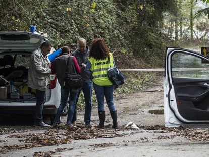 Forenses en una escena del crimen en España.