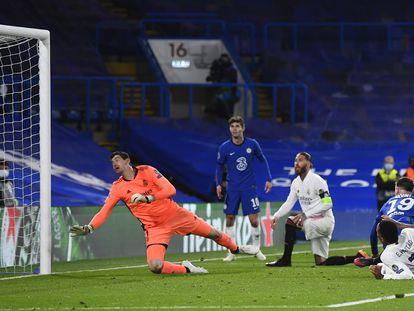 Mount marca el segundo gol del partido ante el Madrid este miércoles en Stamford Bridge.