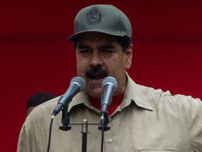 El presidente venezolano exhibe el apoyo de las fuerzas armadas ante la marcha de la oposición