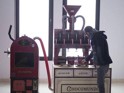 Reproducción infantil de una máquina para hacer chocolate exhibida en el Museo del Chocolate de Estepa, en Sevilla.
