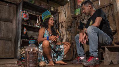 Una mujer indígena experta en plantas medicinales de Ecuador, charla con Omar Vacas Cruz, etnobotánico e investigador independiente.
