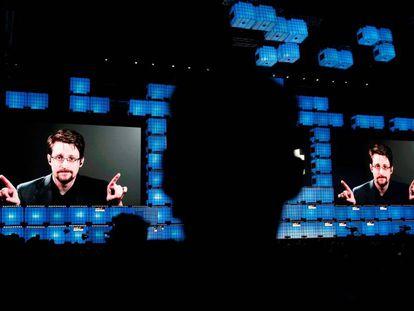 Un instante de la intervención, por videoconferencia, de Edward Snowden