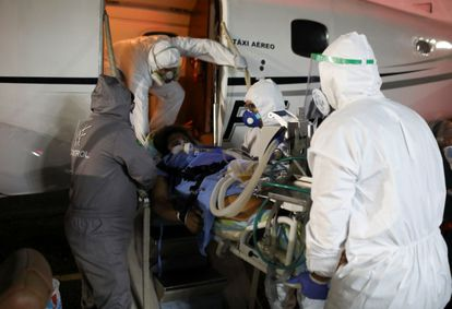 A pregnant woman infected with covid-19 is transferred to a hospital in May 2020, in Manaus.