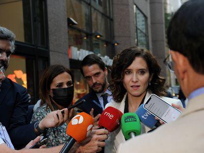 La presidenta de la Comunidad de Madrid, Isabel Díaz Ayuso, ofrece declaraciones a los medios, el pasado 27 de septiembre, en Nueva York (EE UU).
