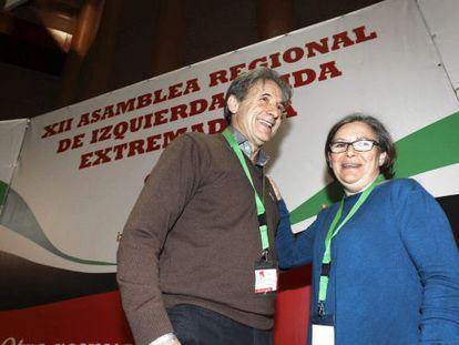 El coordinador regional de IU de Extremadura, Pedro Escobar, y Margarita González Jubete, que lidera la corriente crítica.