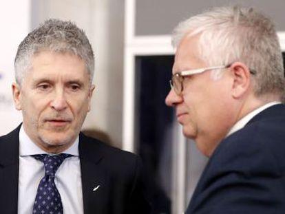 Grande-Marlaska acusa a los socios europeos de olvidarse del Mediterráneo occidental, principal puerta de entrada en Europa