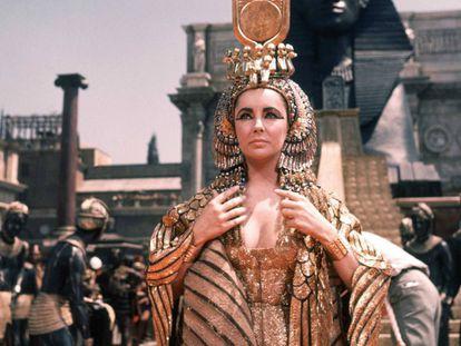 Elizabeth Taylor, como Cleopatra en la película de 1963 dirigida por Joseph L. Mankiewicz.