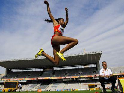 Ana Peleteiro, durante la final de triple salto del Mundial de Doha 2019.