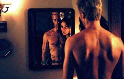 Al final de 'Memento' Leonard, que sufre una lesión que le hace olvidar los recuerdos a largo plazo, descubre en realidad quién es.