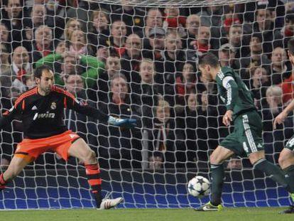 Sergio Ramos, en el remate en propia puerta que supuso el gol del Manchester United.