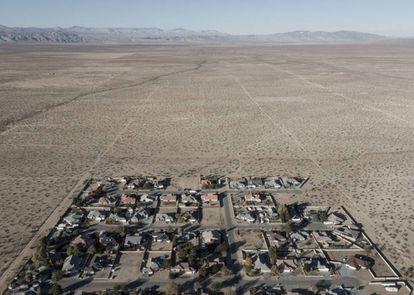 Área habitada de California City, en medio de millares de calles vacías enel desierto.  