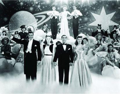 En el alegre musical 'Adorables estrellas' (David Butler, 1943), la industria del cine pretendía subir la moral de los soldados en la Segunda Guerra Mundial. No solía ser tan amable con los ídolos que ella misma fabricaba.