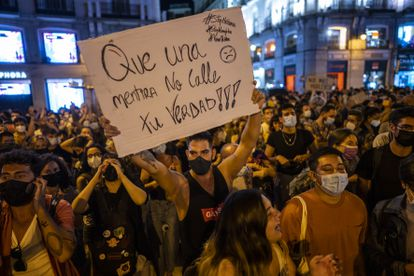 Protestas en la madrileña Puerta del Sol para pedir fin a la violencia homófoba y contra el colectivo LGTBIQ+, este miércoles.