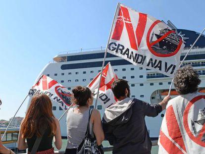 Vecinos de Venecia protestan el pasado domingo tras el incidente con el crucero de Msc.