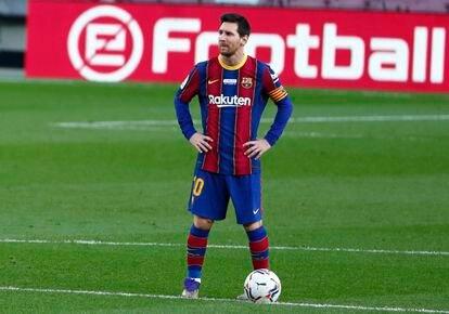 Messi durante el partido contra el Valencia en el Camp Nou este sábado.