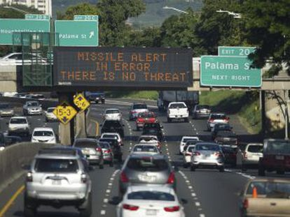 El servicio de emergencias del Estado envió un mensaje a móviles diciendo   BUSQUE REFUGIO. ESTO NO ES UN SIMULACRO . Fue confirmado como falsa alarma 40 minutos después