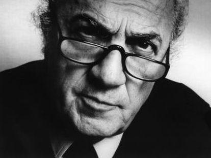 Italia celebra el centenario del director convertida en la prueba viviente del universo social y estético que su cine auguró. Reconstrucción de una vida desbordante a través del recuerdo de sus colaboradores
