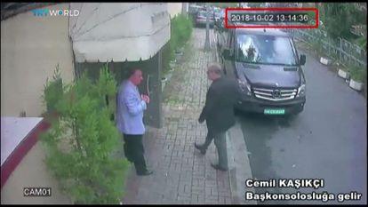 El periodista saudí Jamal Khashoggi entraba en el consulado de Arabia Saudí en Estambul, el 2 de octubre de 2018.