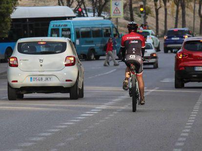 El carril bici de la Gran Vía de Hortaleza, que el Ayuntamiento de Madrid va a eliminar.