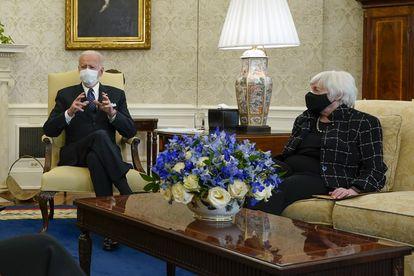 El presidente de EE UU, Joe Biden, junto a la secretaria del Tesoro Janet Yellen.