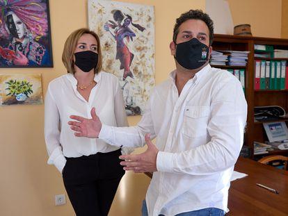 Carolina Vives y Ximo Coll, matrimonio y alcaldes de Els Poblets y El Verger, respectivamente, el pasado viernes.
