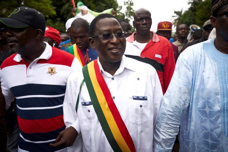 El líder opositor Soumaïla Cissé, en el centro, en una imagen de agosto de 2018 durante una manifestación en Bamako.