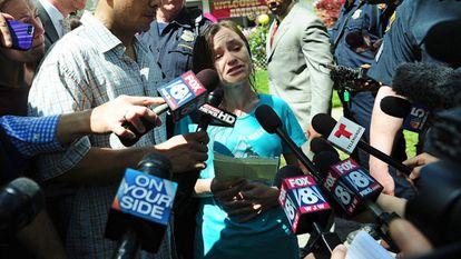 Beth Berry, hermana de Amanda, durante la rueda de prensa.