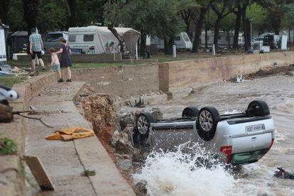 Camping de Los Alfaques, en Tarragona, tas las lluvias torrenciales.