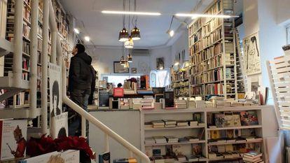 Interior de la librería Rafael Alberti de Madrid.