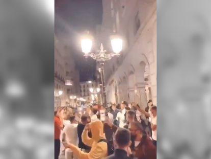 La policía disuelve una concentración de jóvenes en una calle de Granada de madrugada