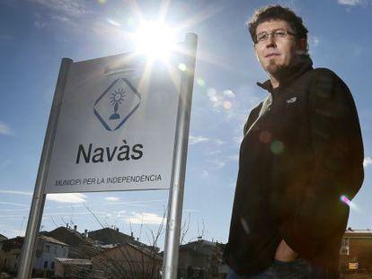 Jaume Casals, alcalde de Navàs, a la entrada de la población.