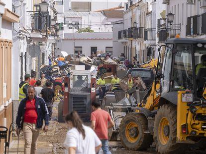 Vecinos de Lepe afectados por las lluvias e inundaciones este jueves.