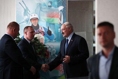 Lukashenko a su llegada al colegio electoral, este domingo en Minsk.