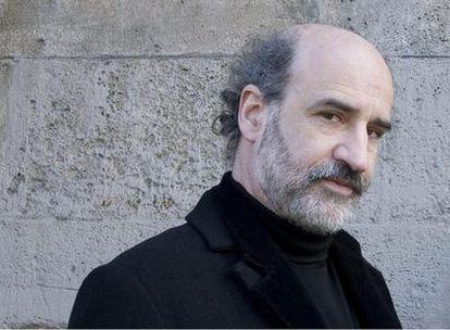 """""""Mi sencilla biografía se encierra dentro de dos valvas, formada cada una durante veinticinco años"""", cuenta Fernando Aramburu."""